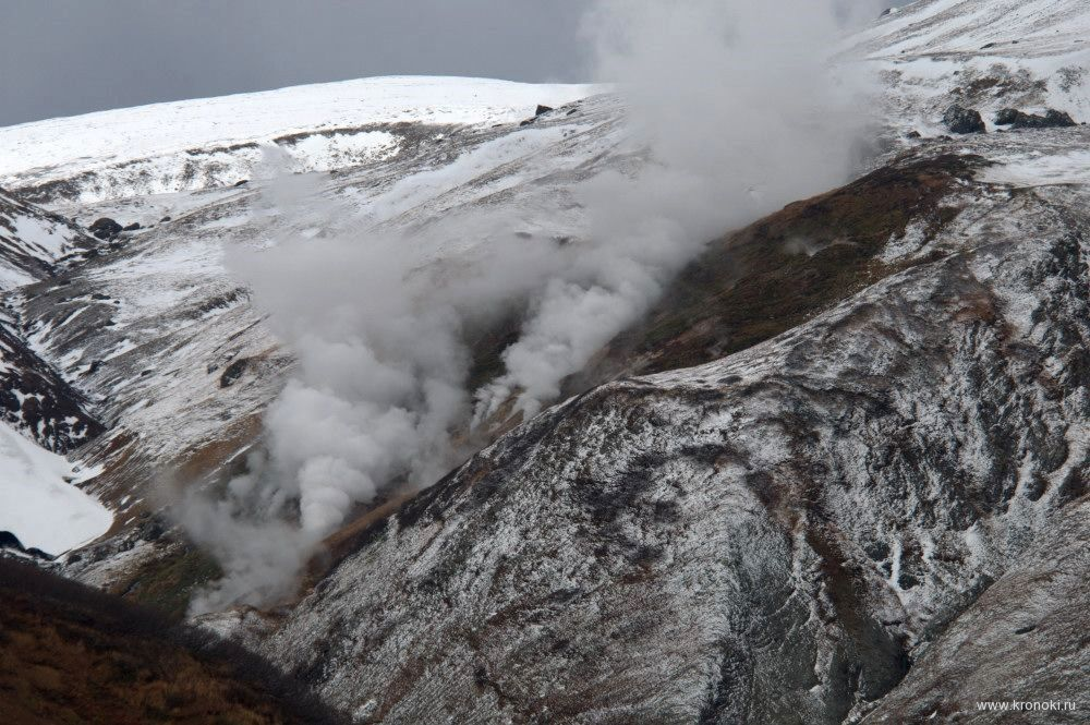 Champ hydrothermal proche de Black cliffs / volcan Kambalny - photo I.Shpilenok / Kronoki.ru