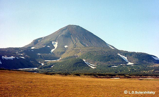 Ilyinsky and thick andesitic flows of more than 200 m. formed in the year 50 - photo Sulerzhitsky LD / KSCNET
