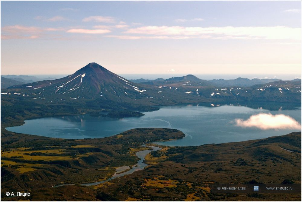 The Kuril lake and the Ilyinsky volcano - photo A.Litsis / photokamchatka