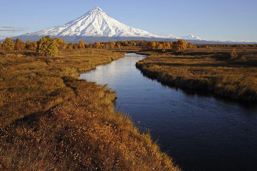Le volcan Kronotsky dominant la réserve du même nom - photo Russian travelling