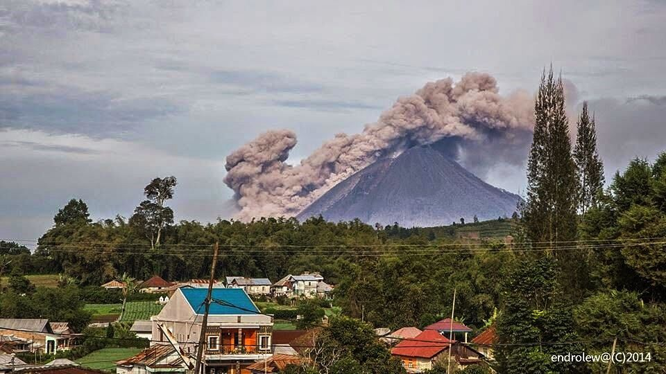 Sinabung - coulée pyroclastique du 09.05.2014 - photo Endrolew