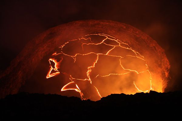 Kilauea - the lava lake in all its splendor, the 18.10.2012. The level is 42 meters below the edge of the pit Overlook - photo USGS-HVO