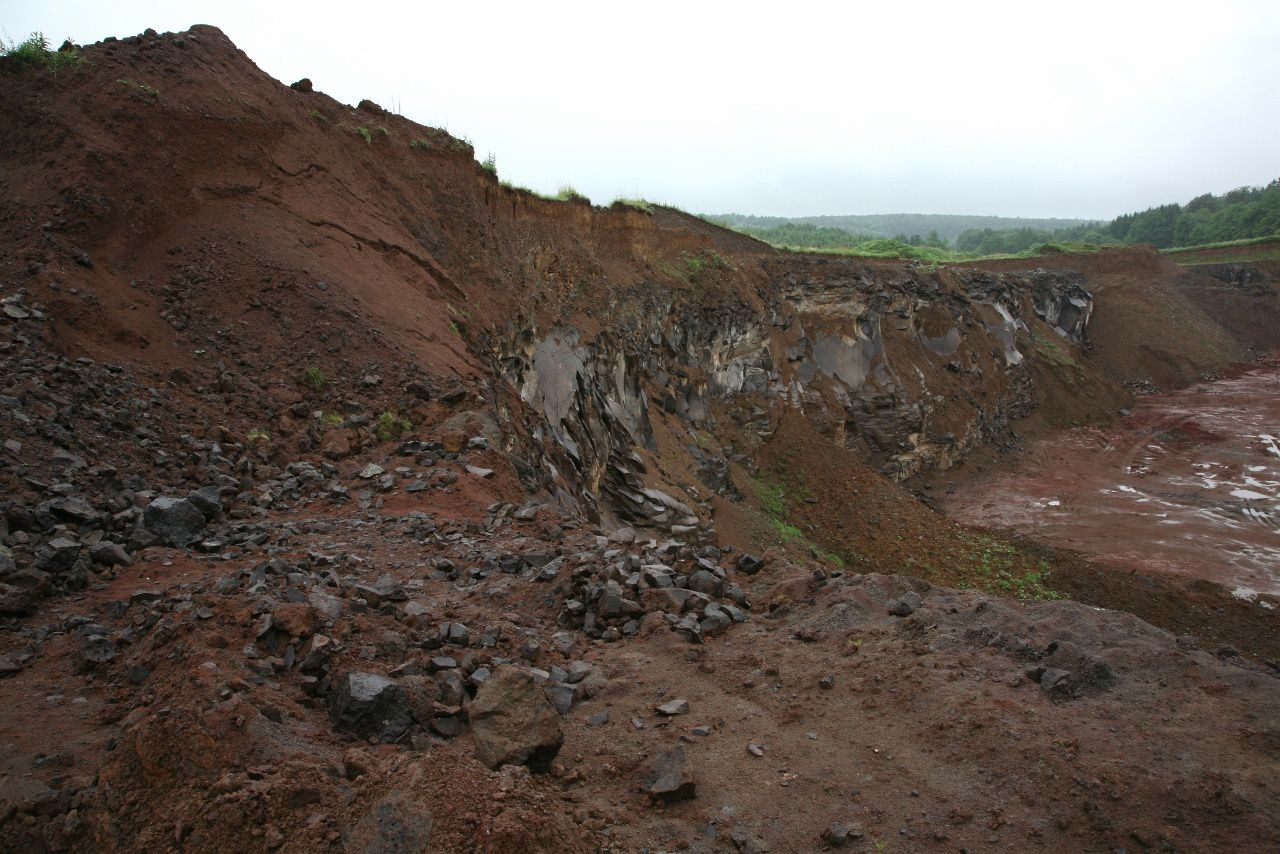 Vogelsberg - the quarry of Gedern - basalt and slag - photo © Bernard Duyck 05.2014