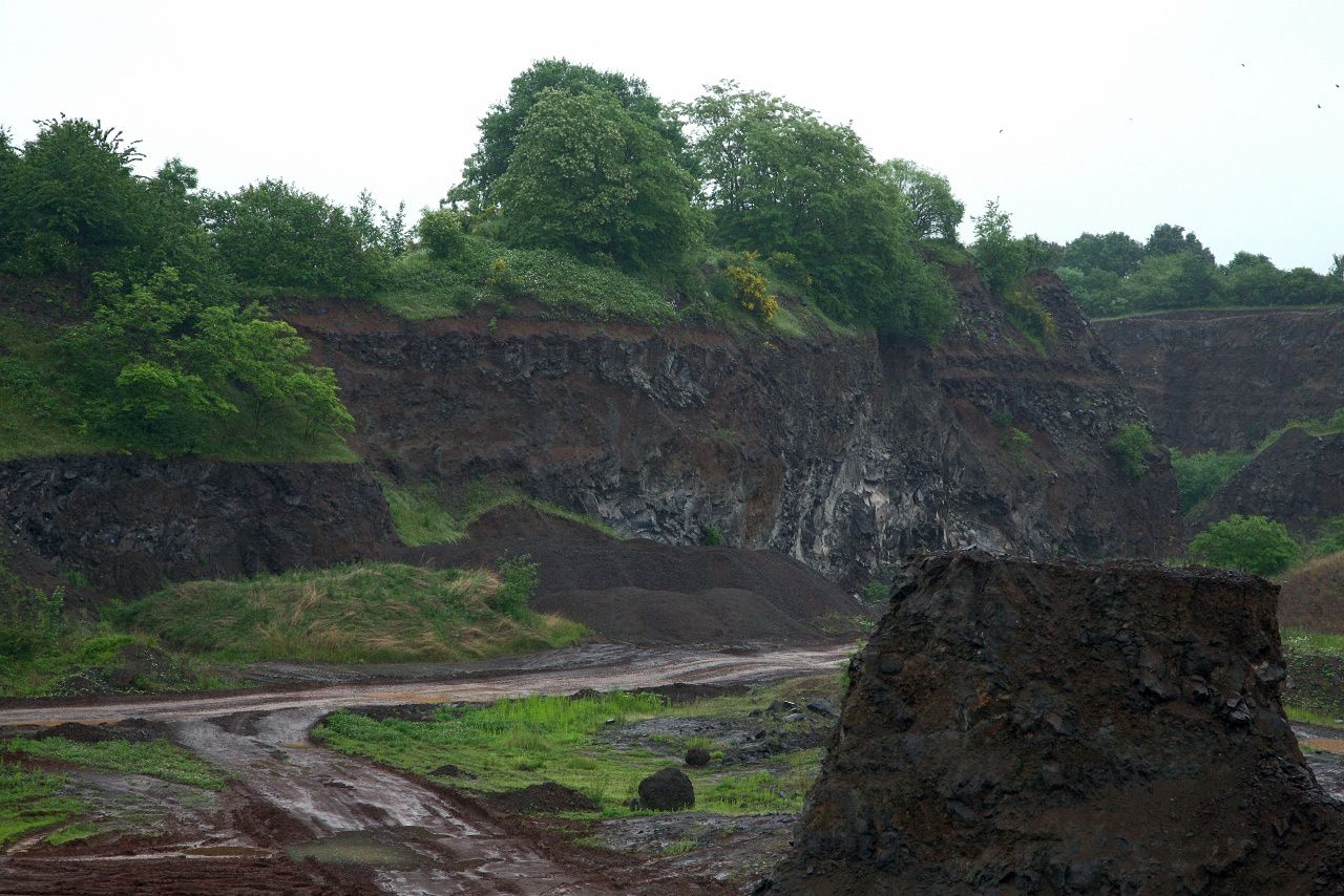 Vogelsberg - The quarry of Gedern - basalt flows superimposed - Photo © Bernard Duyck 05.2014