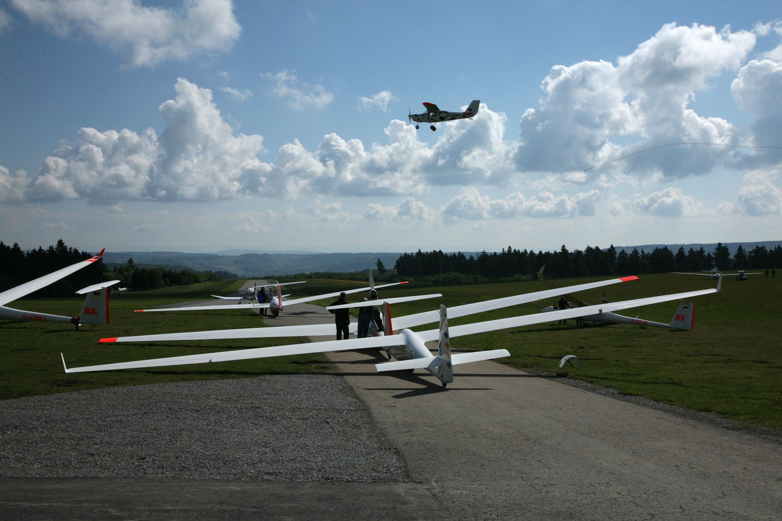 At the Fliergerschule Wasserkuppe, towing gliders succeed at a high rate - Photo © Bernard Duyck 05.2014