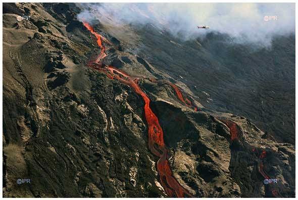 Toutes les photos de l'éruption sur Imazpress (lien ci-dessous)