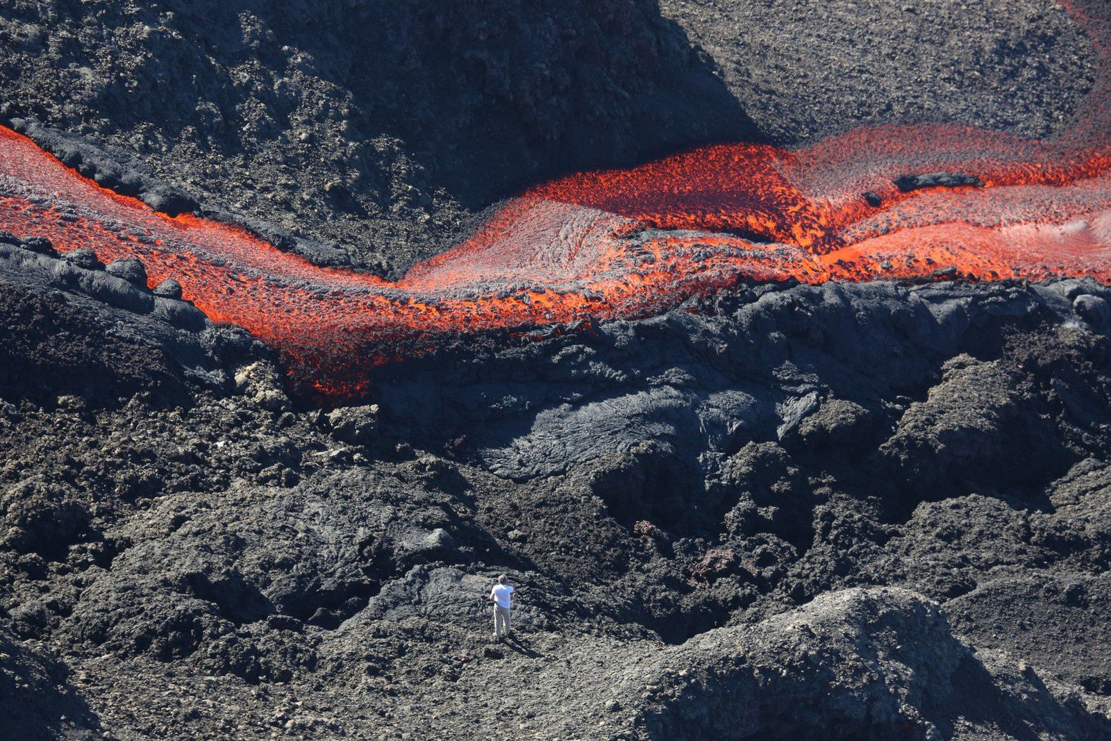 Piton de la Fournaise - one of the lava flows - the volcanologist in the foreground allows to estimate the width - photo Richard Bouhet / AFP