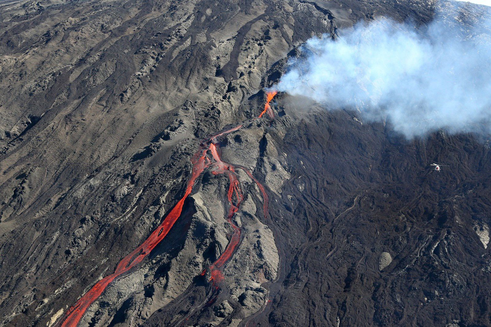 Reunion - eruption of Piton de la Fournaise - 21/06/2014 - the chopper right gives the scale - photo Richard Bouhet / AFP