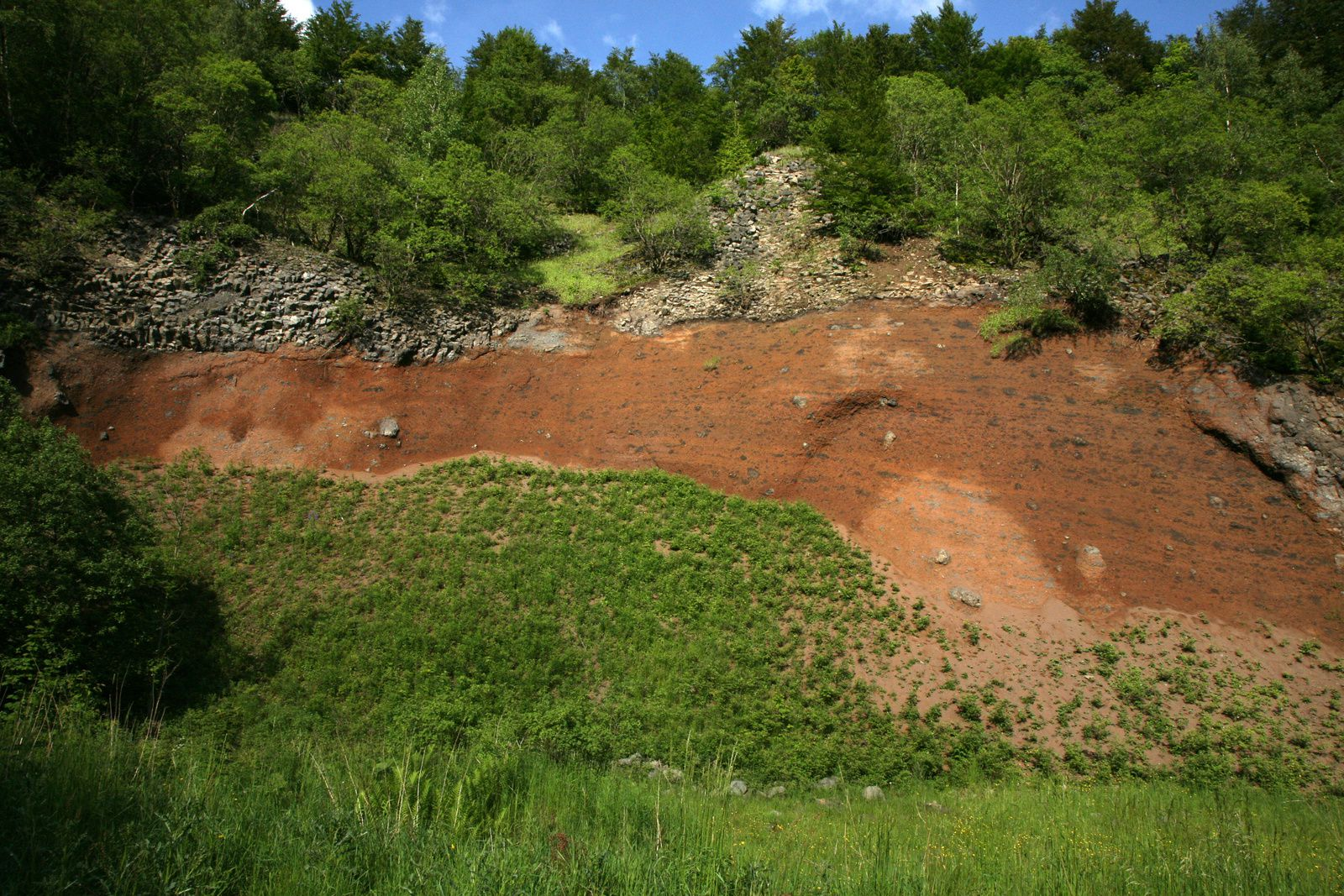 Crater Gebirgsstein - Tuff and basalt - photo © Bernard Duyck 05.2014