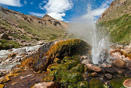 Système hydrothermal du Domuyo - site de Los Tachos, où les geysers atteignent 4 mètres - photo site Neuquen