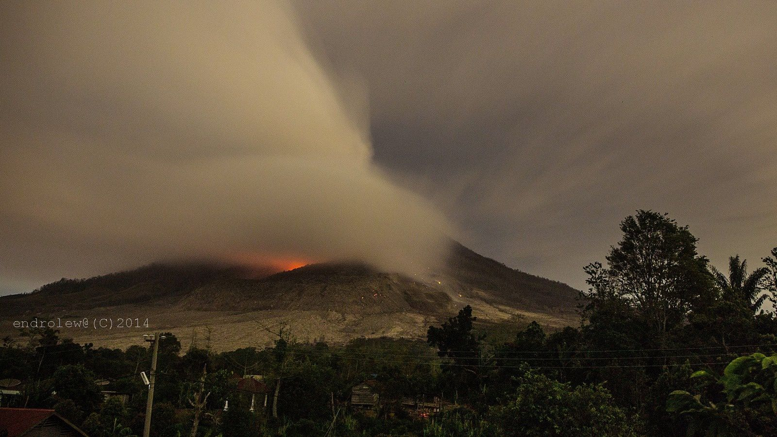 Sinabung - 30.06.2014 - photo Endrolewa / via Facebook