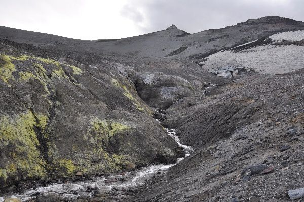Sulfur, snow and ice ... the Copahue - photo Thierry Dockx / Lave.be