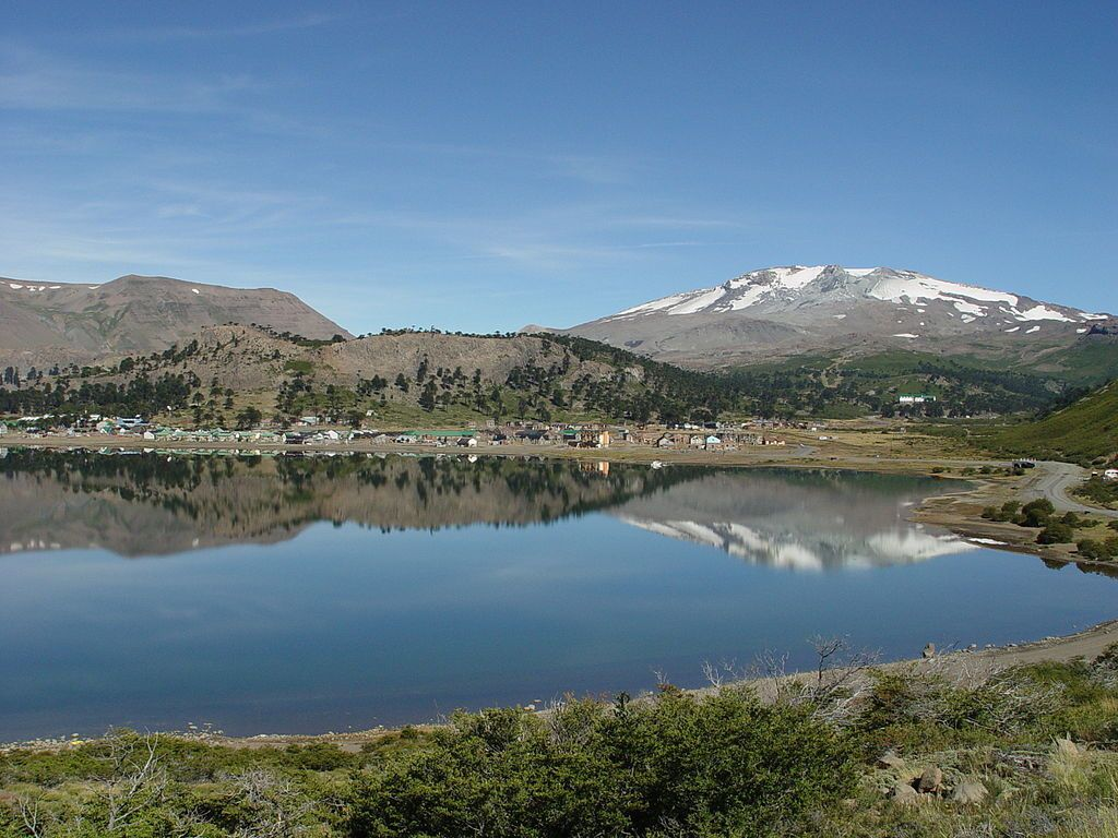 Cavihue lake and volcano Copahue - photo Dangelin5