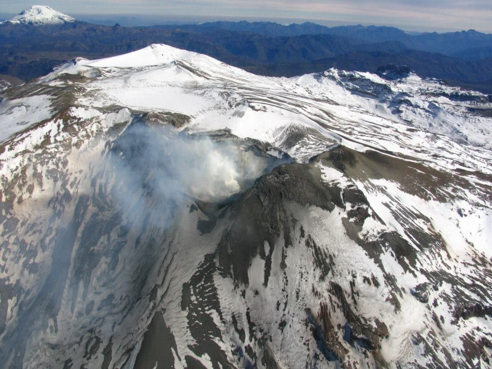 Copahue and his still smoking crater - photo-Alto Valle Valle Medio 10/05/2013