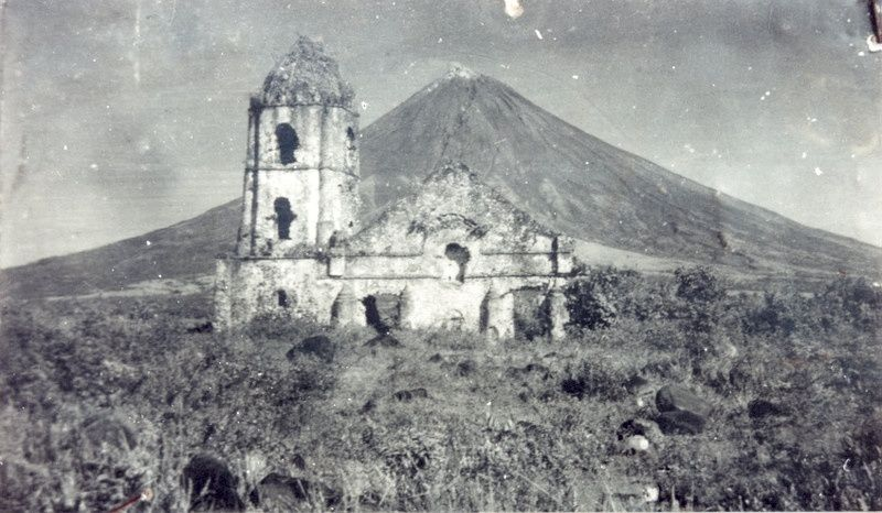 The church of Cagsawa in 1587 (before the fatal eruption) - Doc. Archives Philippines.