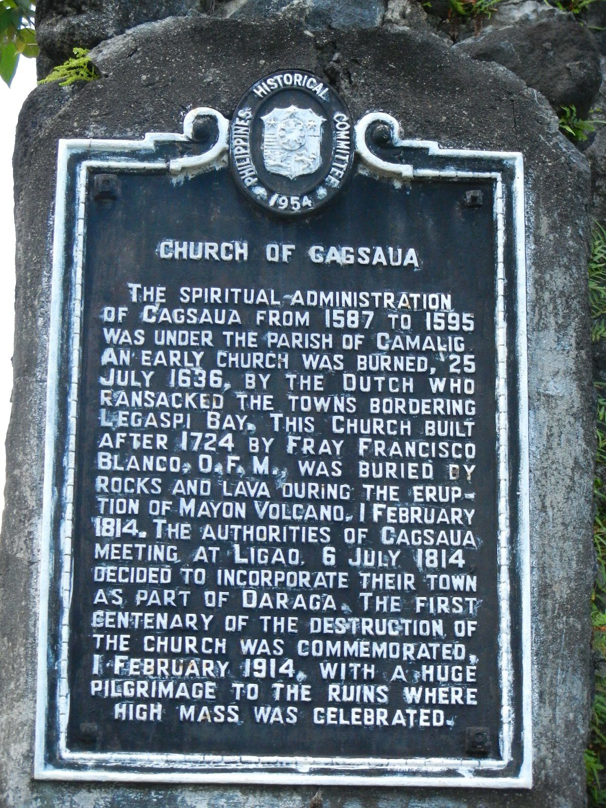 Memorial palque of the 1814 eruption on the Cagsawa church -. Doc.Philippines historical committee.