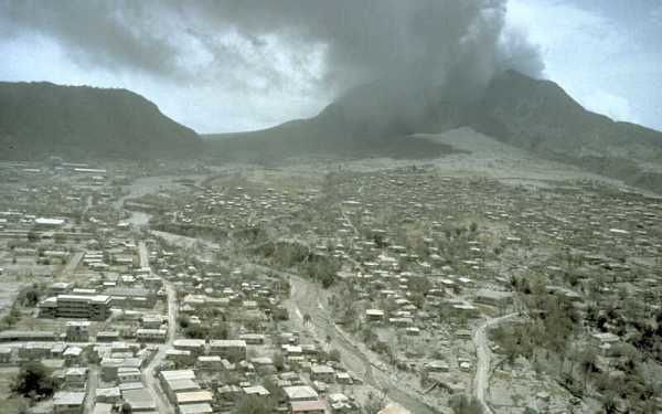 Montserrat -  vue de Plymouth après l'eruption du 12.07.97 - photo RP Hoblitt / USGS