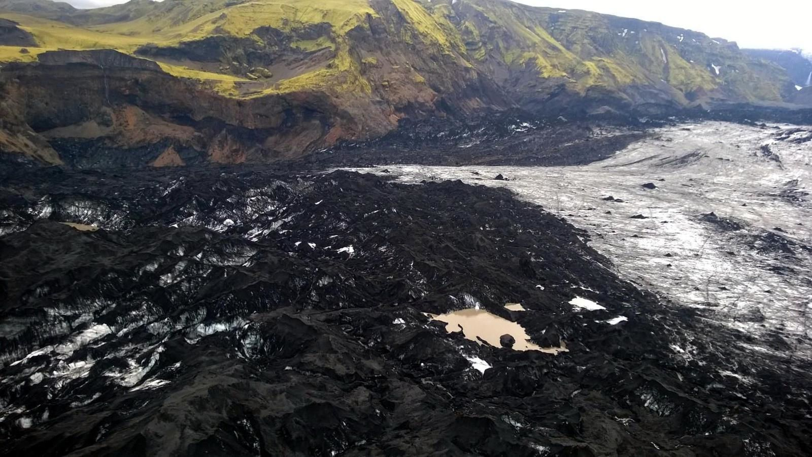 Significant glacial melt in Sólheimajökull - aerial inspection by the Coast Guard and IMO - photo Landhelgisgæsla Íslands / Icelandic Coast Guard.