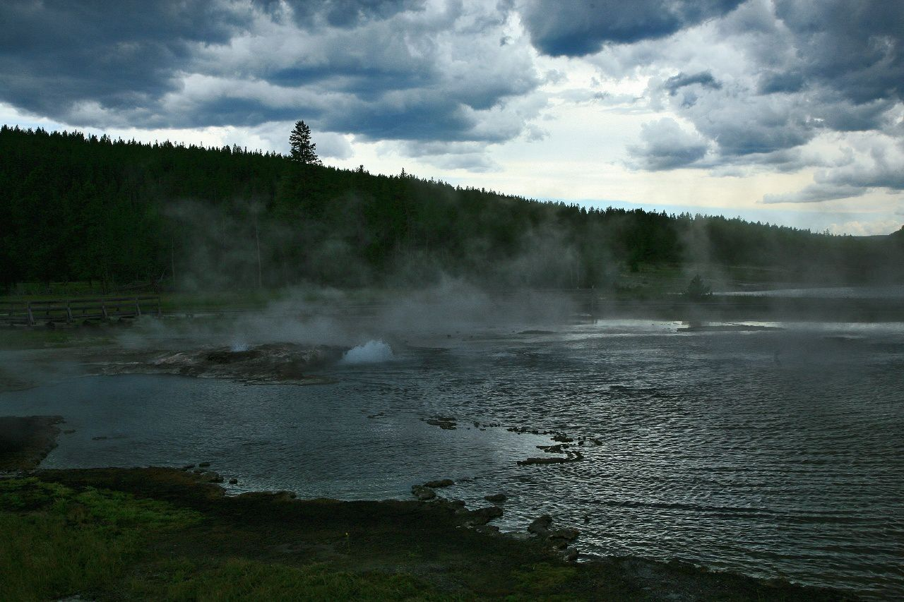 Firehole lake, still under the storm - photo © Bernard Duyck 2009.