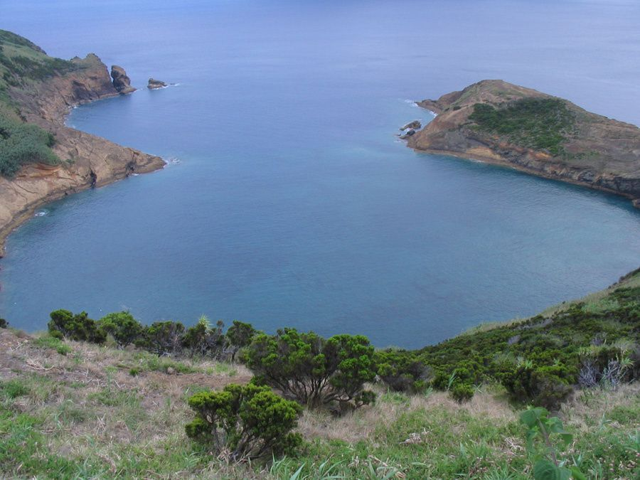 Faial / Azores - Monte da Guia - the twin craters seen from the top of the tuff cone - photo Geoparque Azores.