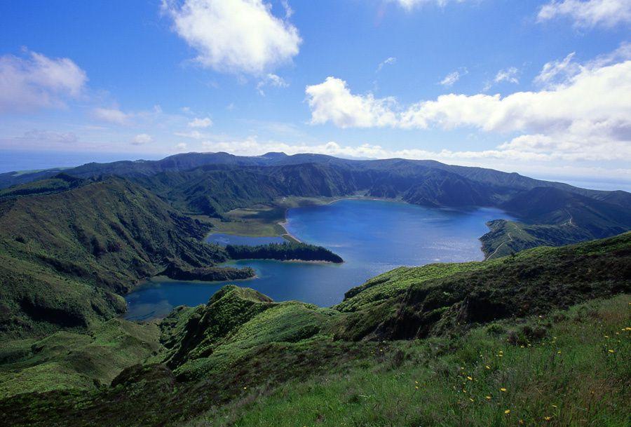 São Miguel, caldera Agua de Pau :  Lagoa do Fogo - photo Geoparque Azores