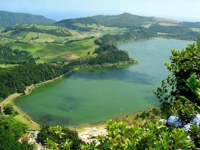 Sao Miguel - Furnas caldera, the Lagoa das Furnas