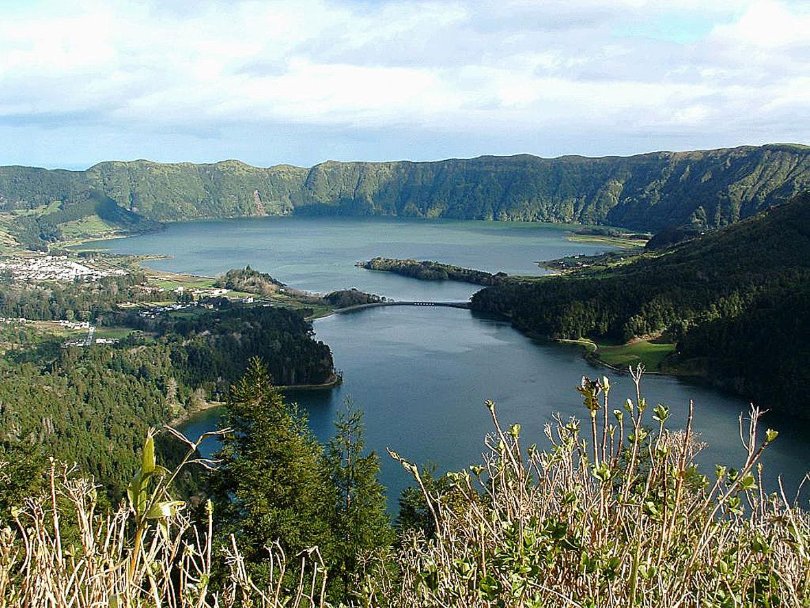 São Miguel / Azores - the caldera Sete Citades and Lagoa Verde & Azul - photo U.Sverdrug