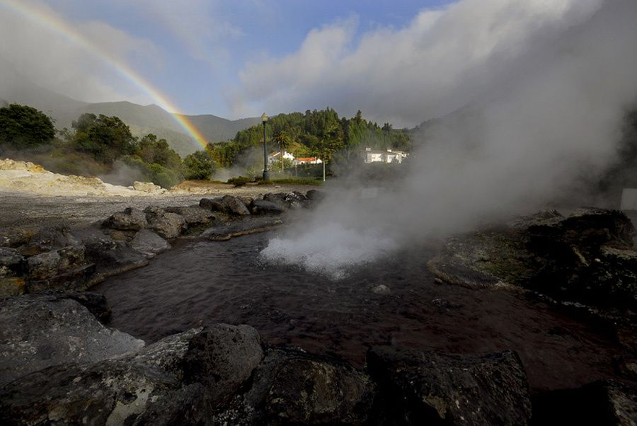 São Miguel - caldera das Furnas : source chaude - photo Geoparque Azores