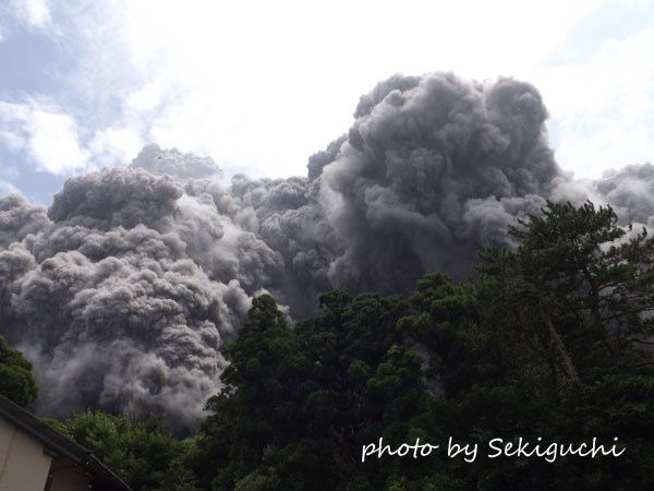 Eruption du Shin-take sur l'île de Kuchinoerabu-jima, ce 03.08.2014 - photo Sekiguchi / Kerabu blog