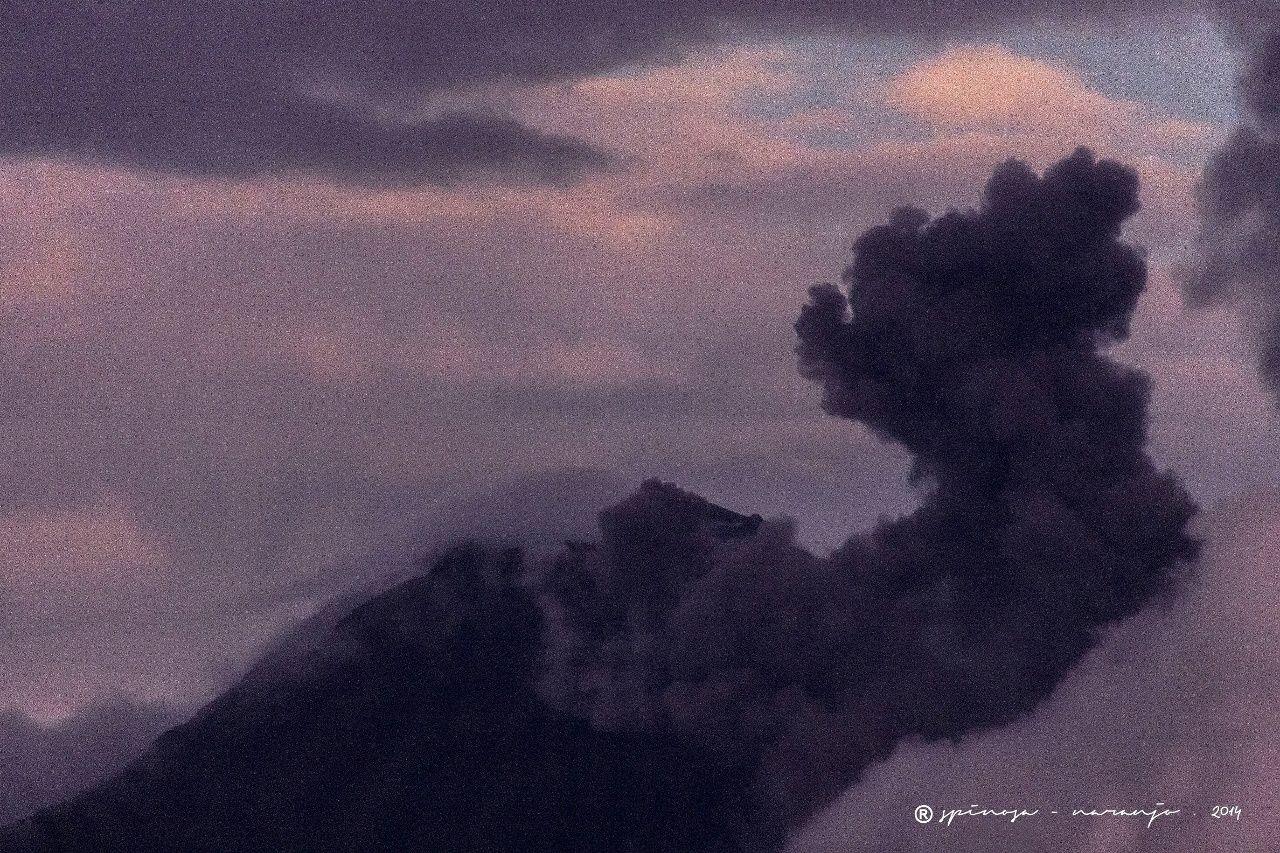 Tungurahua - panache éruptif du 01.08.2014 / 18h55 - photo José Luis Espinosa Naranjo