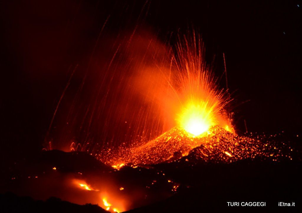 Etna 08/02/2014 - strombolian activity on both conetto, in alternance - photo Turi Caggegi / iEtna
