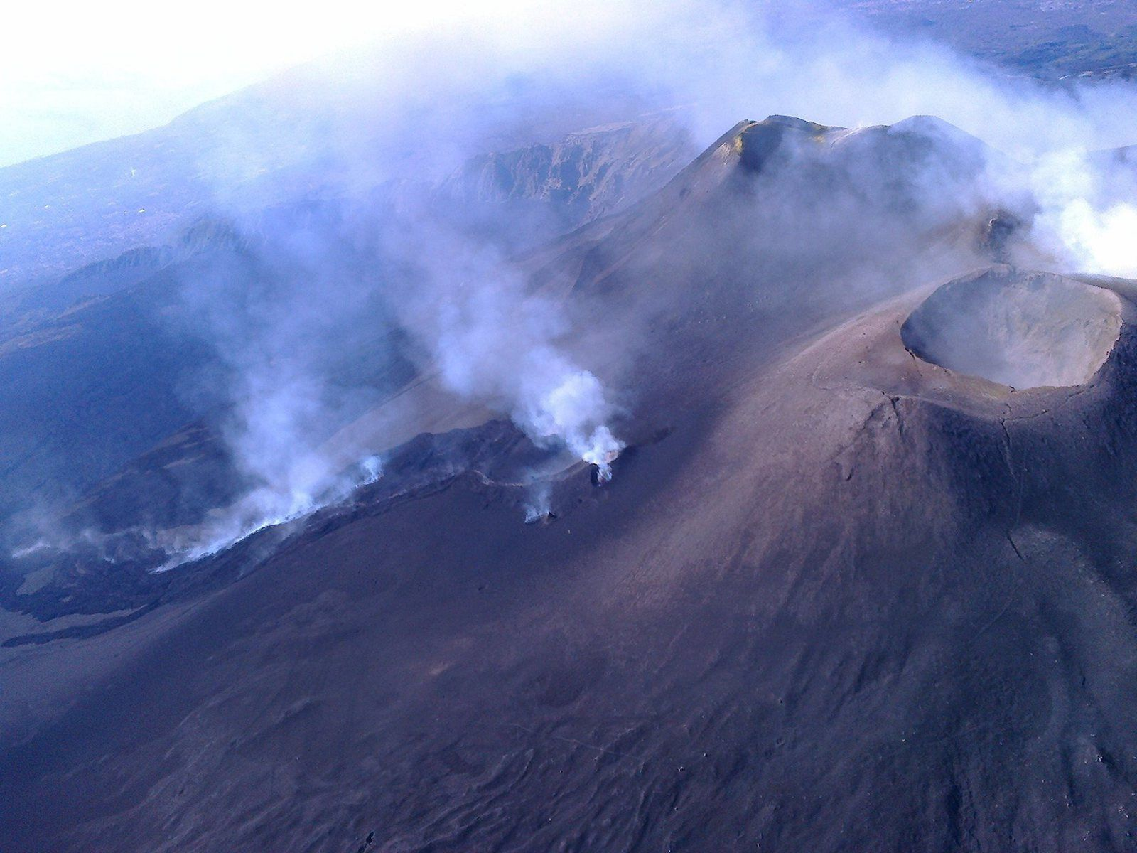 Etna northeast cone and eruptive fissure - photo Joseph Nasi