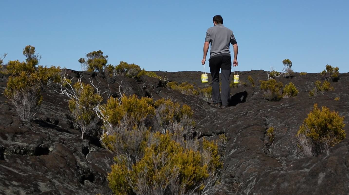 Piton de La Fournaise - routing the sensors - photo Eric Larose / IS Earth
