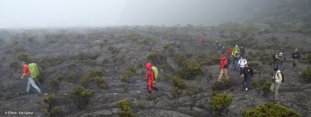 Piton de La Fournaise - sensor deployment under difficult conditions in July - photo Eric Larose / IS Terre