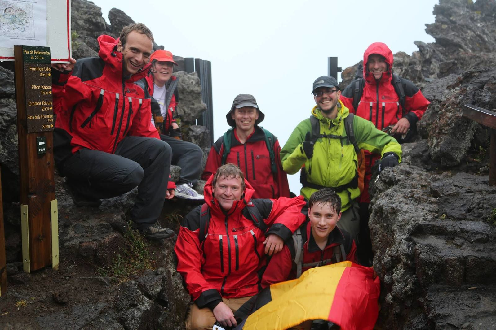 Piton de la Fournaise -  the motivated team in the rain and fog - photo photo Eric Larose / IS Terre 12/07/2014