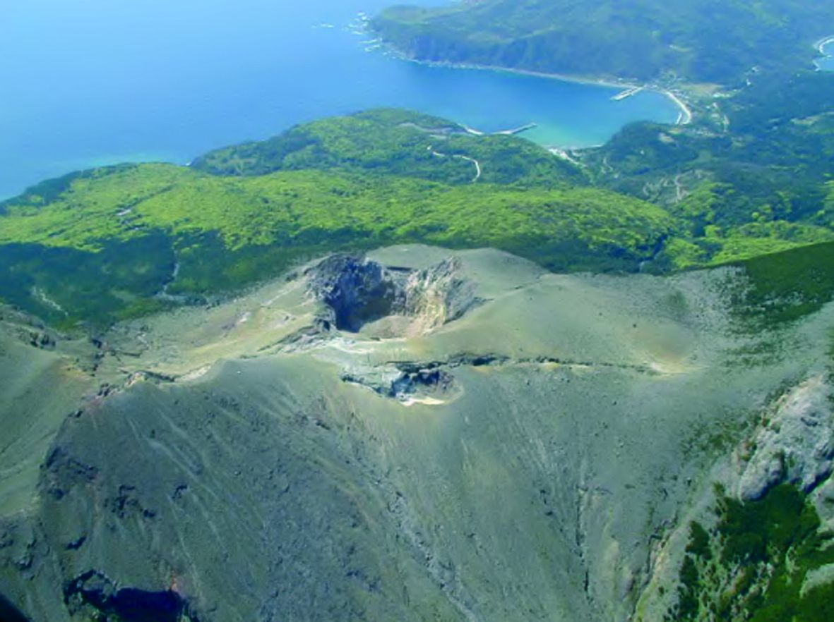 Kuchinoerabu-jima - Shindake crater and fissure of the eruption 1980 - doc.JMA