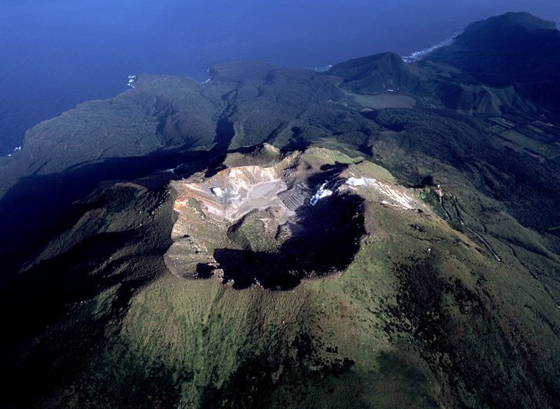 Nakanoshima - the summit crater of the volcano On-take - photo H.Seo / Geological Survey of Japan 2005