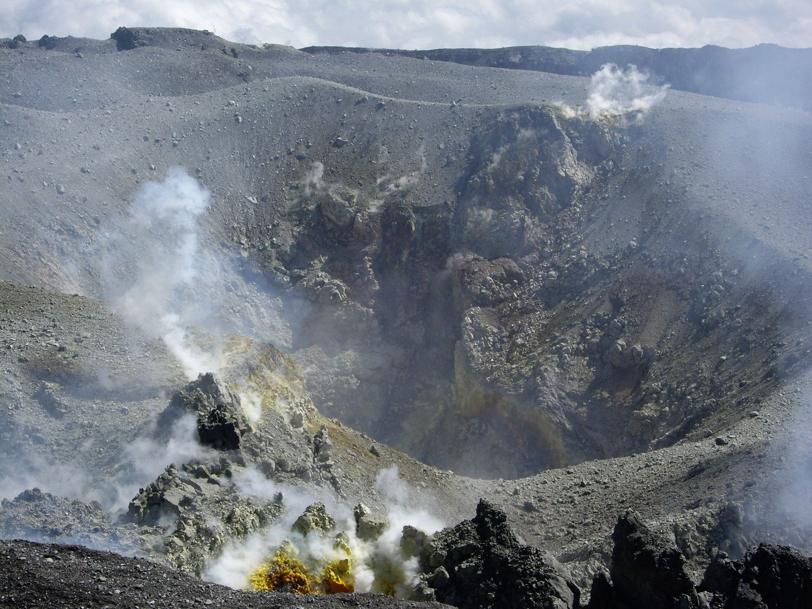 Gunung Slamet - cratère actif - photo R. Woodall