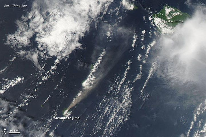 Suwanose-jima - and eruption plume 05.07.2009 - Doc. NASA MODIS Aqua