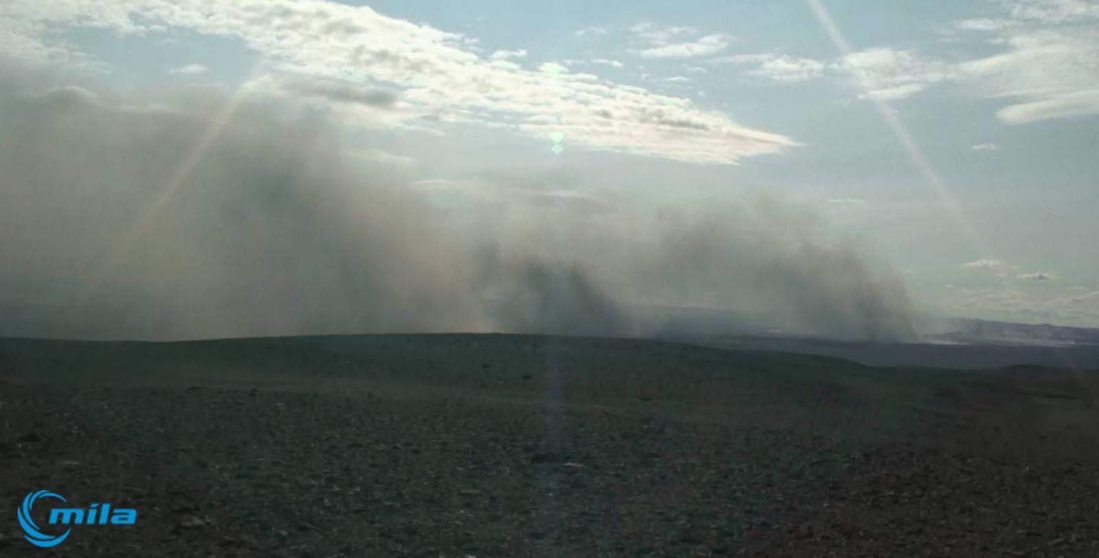 Webcam du Bárðarbunga - doc. Mila / NB Some people have been follow­ing webcams placed on Bárðarbunga. Cur­rently, th­ere is a sand­storm th­ere, but not an erupti­on.