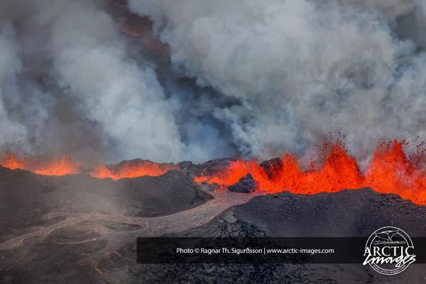 2014.09.01 - active crack in Holuhraun - photo University of Iceland - Ragnar Th Sigurðsson