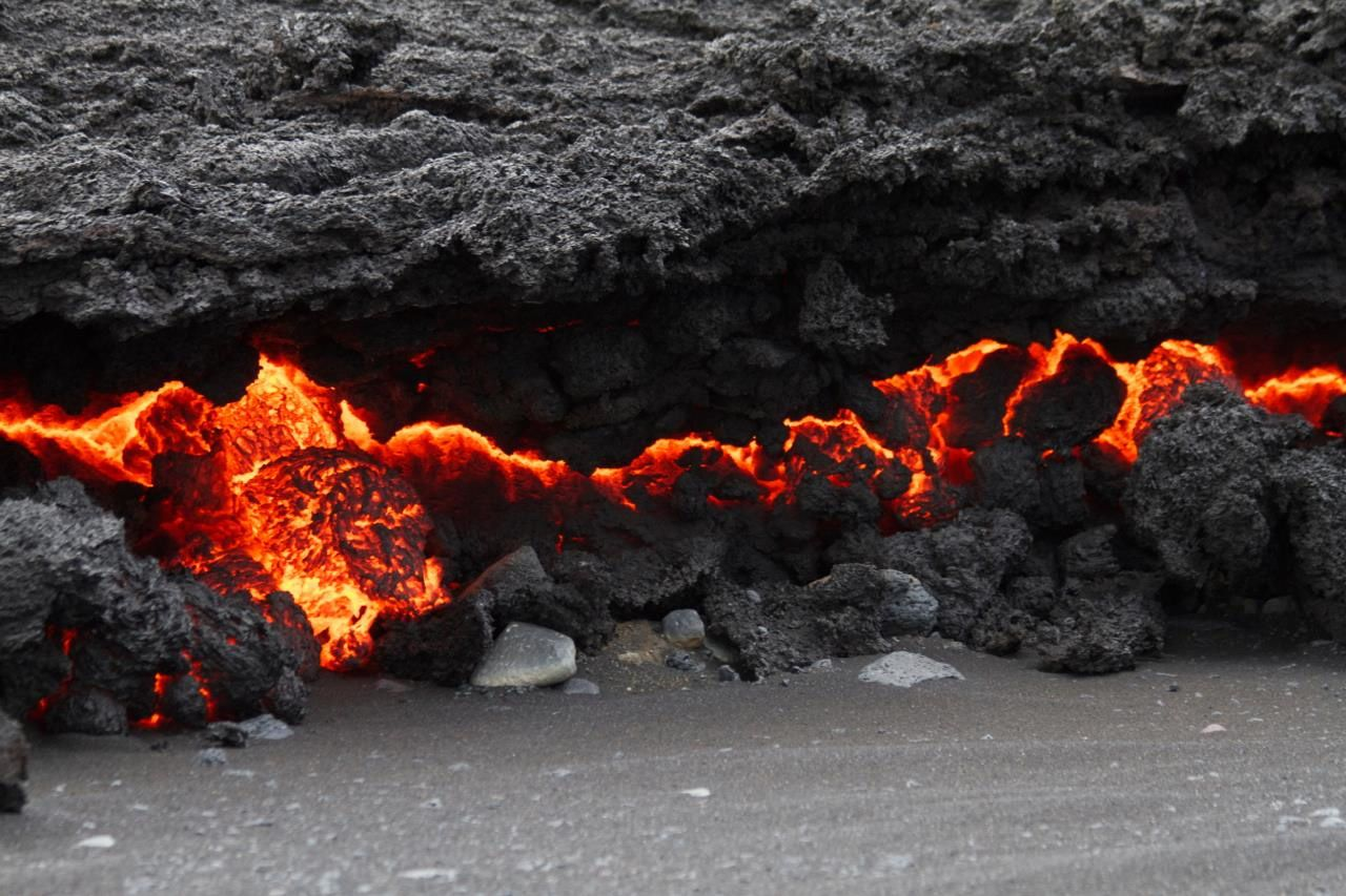 2014.09.01 - The lava front - Photo by Johanne Schmith - IES