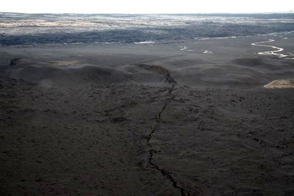2014.09.03 - Crevasse near the site of eruption - photo Lara Omarsdottir / via Twitter