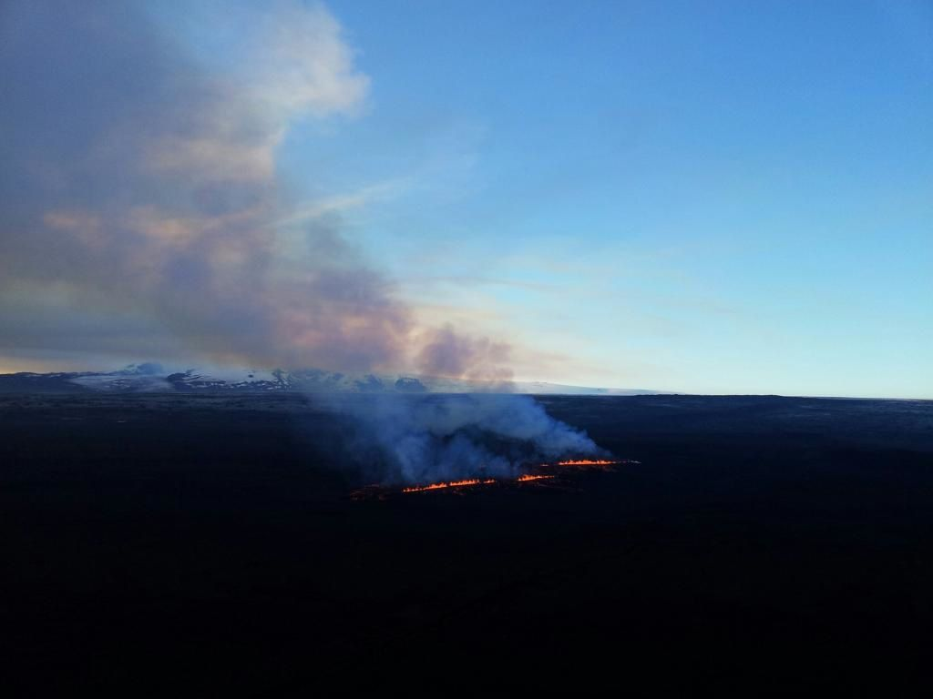 The two new cracks in Holuhraun - photo laraomars / RUV