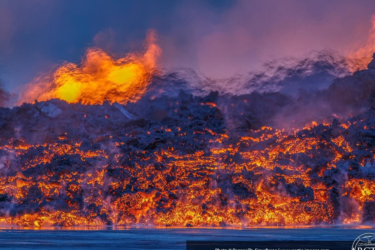 """Warm front"" - the lava flow on 09.05.2014 - photo Artic pictures"