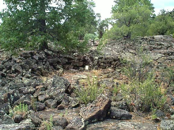 Zuni-Bandera volc. field - an Anasazi ruin consists of blocks of lava from the Bandera crater - photo geoinfo.nmt.edu