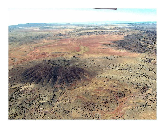 Lucero volcanic field - le Cerro Colorado  - photo Larry Crumpler  / NMM