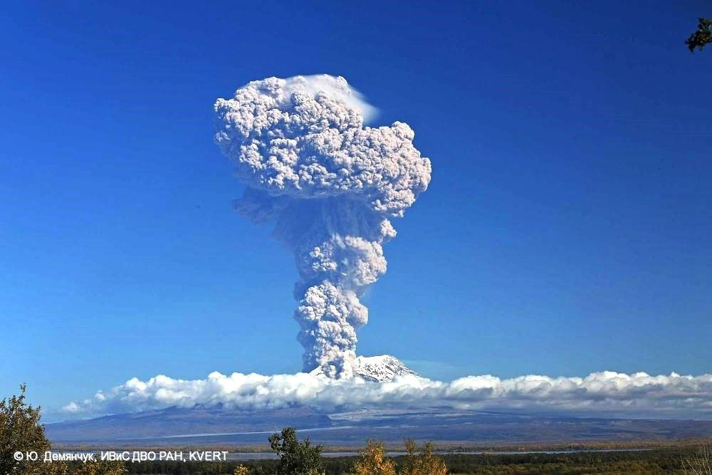 Shiveluch - éruption du 24.09.2014 - photo Yu. Demyanchuk / via Olga Girina - the Institute of Volcanology and Seismology FED RAS