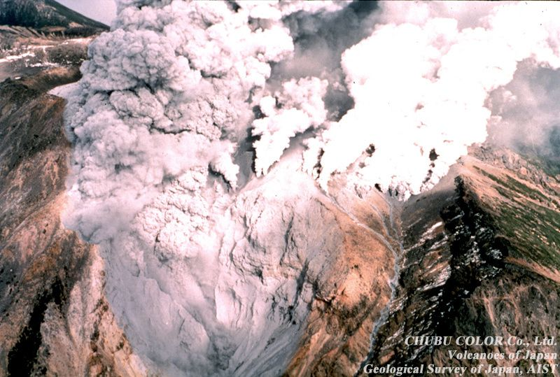 1979 - fumerolienne intense activity marks the top of the Jigoku-dani (valley) - phot Chubu color