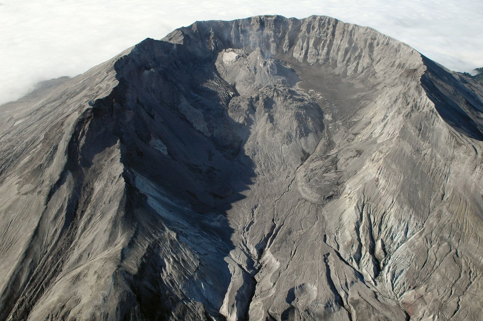 The dome in the crater of St. Helens as seen from the north 10.08.2005 - USGS Photo